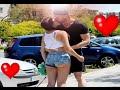 BESOS FACILES ♥ KISSING PRANK - Besando a chicas sexys con el truco de la goma
