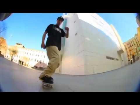 Flatground fun with @cristian_vannella 🎥: @frankibravo   Shralpin Skateboarding