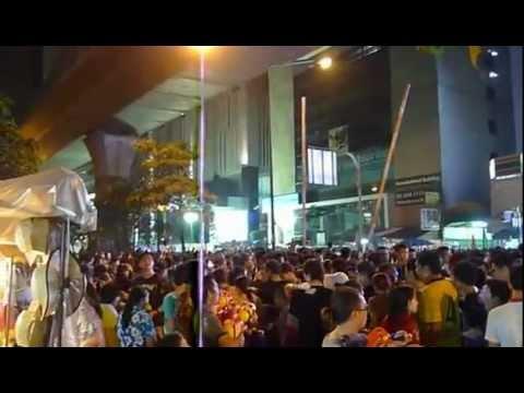 Songkran Silom road Bangkok 13 April 2012 バンコク・シーロム通りの水かけ祭り