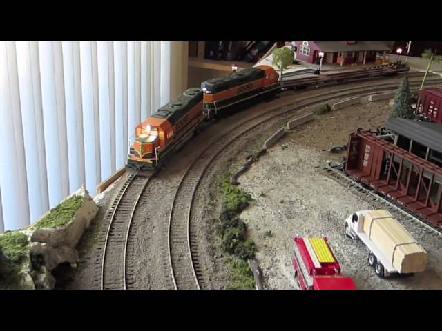 HO Trains Running Video February 2014
