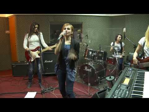 Sonerie telefon » Blaxy Girls – Raise Your Glass (Cover)