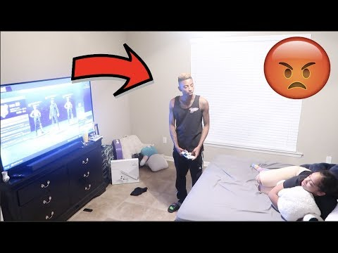 CALLING BOYFRIEND ANOTHER BOYS NAME PRANK!! (MUST WATCH) thumbnail