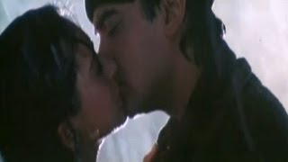 download lagu Hot Kissing Scene - Aamir Khan & Karishma Kapoor gratis