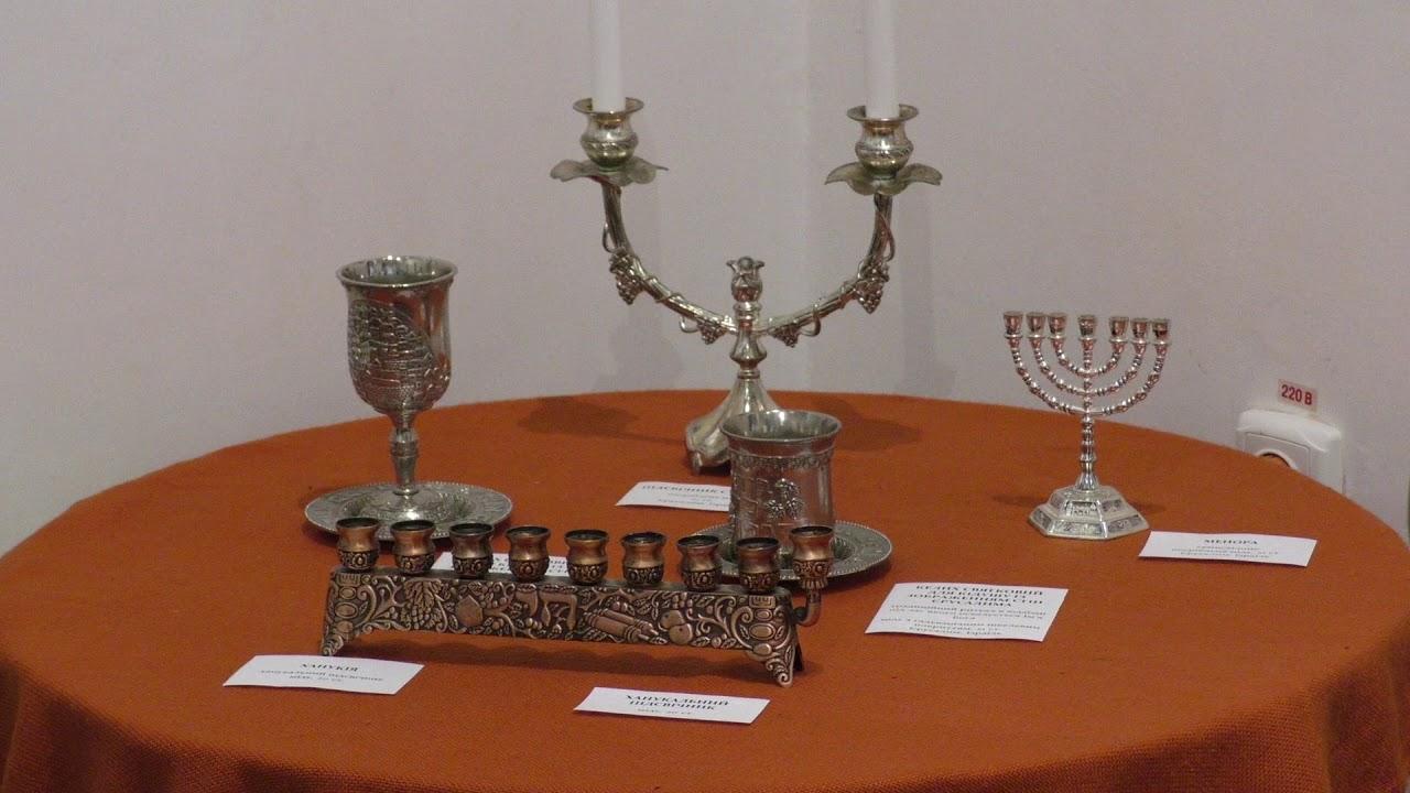 У Калуші представили посуд, одяг та стародруки єврейської спадщини