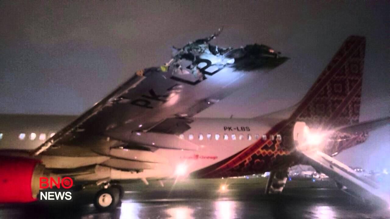 Két repülő ütközött a reptéren - videó