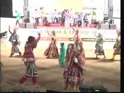 Aavo To Ramvane - Vikram Thakor Mamta Soni - Gujarati Garba Songs Live 2012 - Day10 - Part 5 video