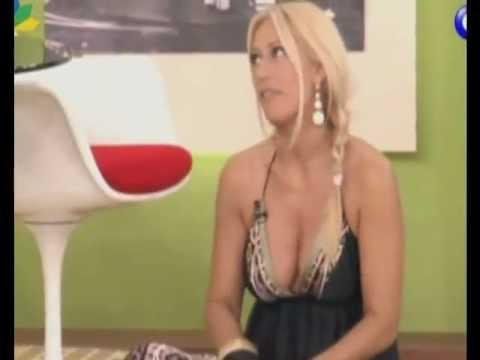 Μαρία Μπακοδήμου βυζιά τούμπανο. Sexy busty milf !