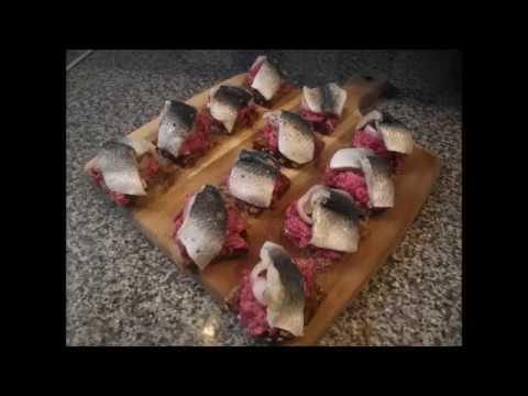 Рецепт мини праздничные бутерброды со свеклой канапе А ля селедка под шубой