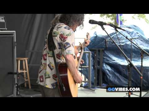"The Kind Buds perform ""Fearless"" at Gathering of the Vibes Music Festival 2013"