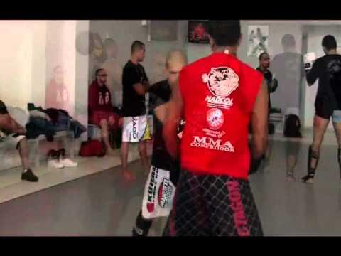 Treino de Muay Thai e MMA na Chute Boxe em Curitiba - Brasil