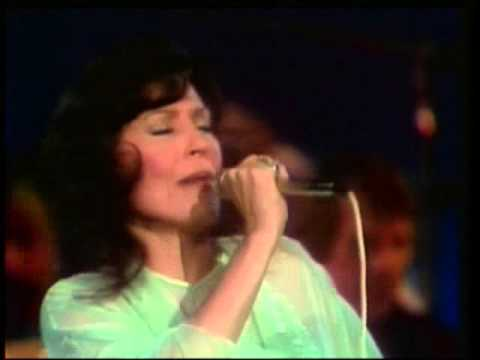 Loretta Lynn - Just Get Up and Close the Door