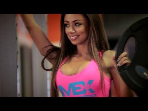 SONYA NEKS  - спортсмен MEX Nutrition. Тренировка ног