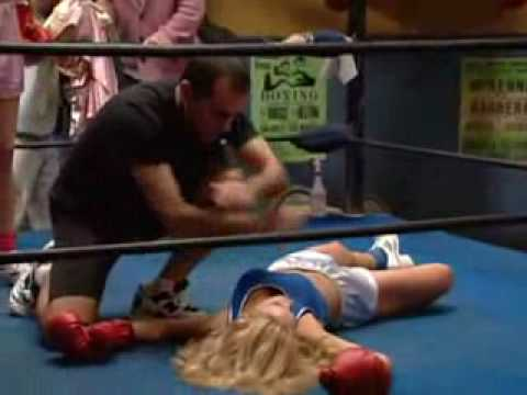 Kelly Bundy Knocks out her rival with one punch in a female boxing match!