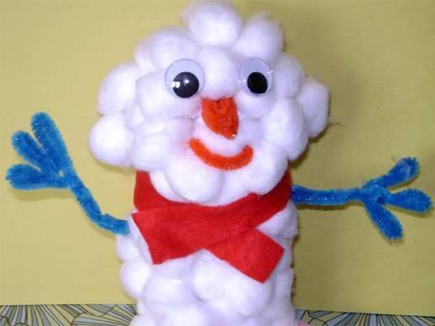 Muñeco de nieve con material reciclado