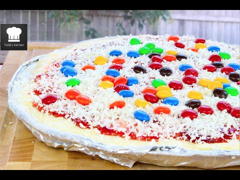 How to Make Ice Cream Pizza via gk-howto-videos.blogspot.com delicious no-bake pizza recipes