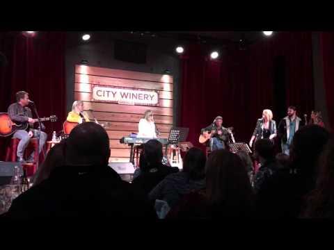 See Miranda Lambert Sing Barbara Mandrells I Was Country news