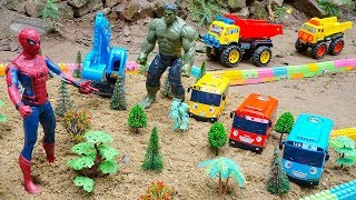 Spiderman vs Hulk Toys Excavator Dump Truck Construction Planting Trees to Build Parks for Kids