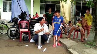 Đỗ Việt THành diễn ảo thuật cùng ông bán thuốc sơn đông