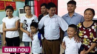 2 trẻ bị trao nhầm đã về với gia đình | VTC Now