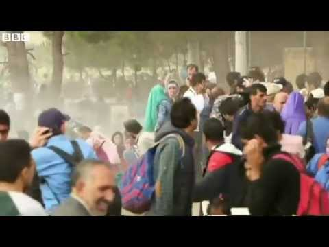 Macedonia police fire tear gas at migrants