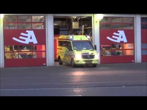 Ambulance Amsterdam 13-101 en 13-116 rukken uit met spoed vanaf post/kazerne Nico