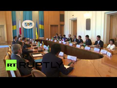 Ukraine: Japanese FM visits Kiev for crisis talks