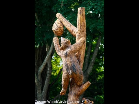 Chainsaw Carving - Family of Bears Climbing Tree
