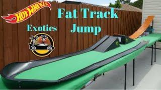 Hot Wheels fat track mega jump and super curve exotics tournament race