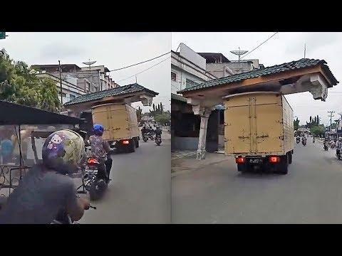Truk Boks Melaju Sambil 'Bawa Kabur' Gapura, Videonya Jadi Viral