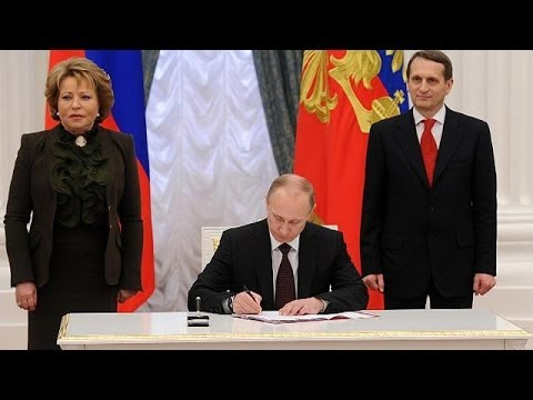 Putin formally signs Crimea into the Russian Federation