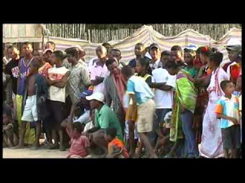 MahajangaMadagascar_Culture+Traditions.flv