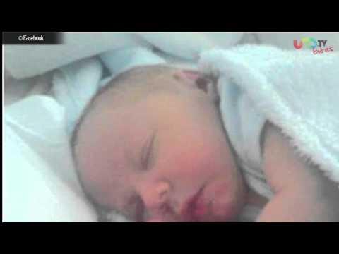 Foto en facebook genera polémica, Shakira muestra su embarazo, Niña fantasma en el elevador