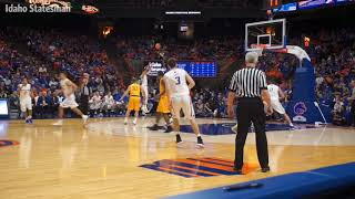 Lexus Williams' incredible layup, and other top plays vs. Wyoming