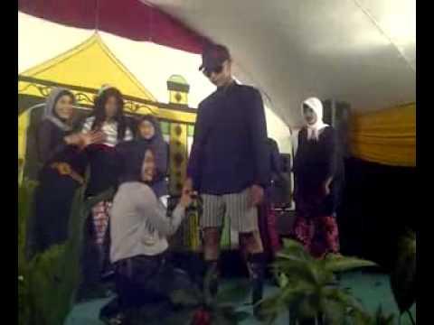 download lagu Kabaret Babakan Foundation Cinderella Sepatu ISD gratis