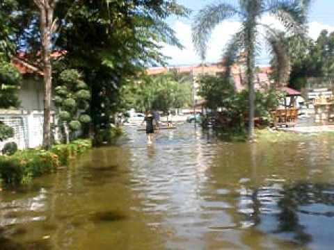 Chusunan Apt Flood-Oct 2011