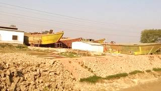 Here it Make,s  Big  Boats  boat video