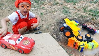 Funny children's kindergarten car toys Excavator & Dump Trucks Mcqueen slide into water - Dave Mario