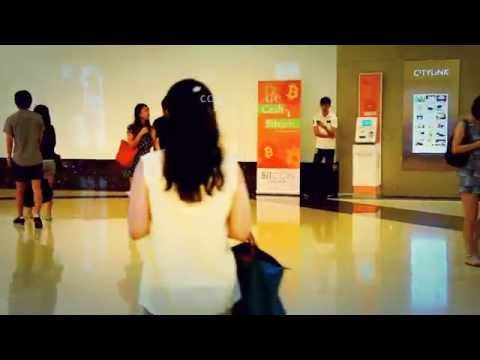 Cute Asian People do Shopping in Singapore of Asia