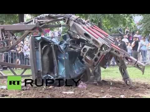 Russia: 'The Hand of Man' machine lets you crush cars!