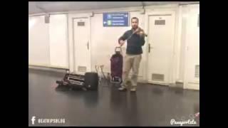 Despacito en violín... venezolano en el meto de madrid
