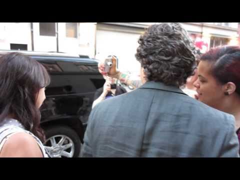 Mark Ruffalo taking selfie with fans - The Avengers