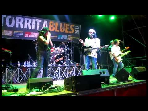 Joe Louis Walker feat. Todd Sharpville live at Torrita Blues 2012 22 giugno