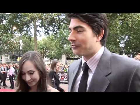 Brandon Routh & Courtney Ford talk superpowers! Video