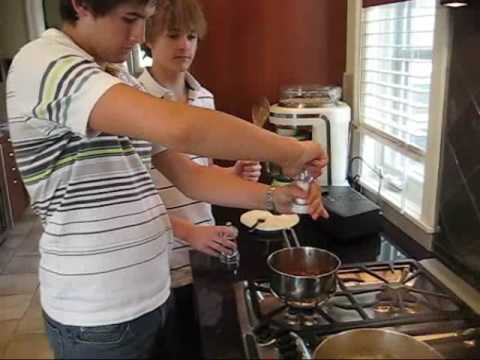 Spanish Cooking: Super Special Pasta (Chefs Lucas y Connor)