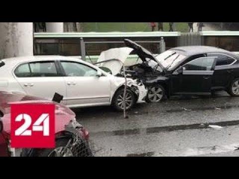 В двух ДТП на западе Москвы серьезно пострадали люди - Россия 24