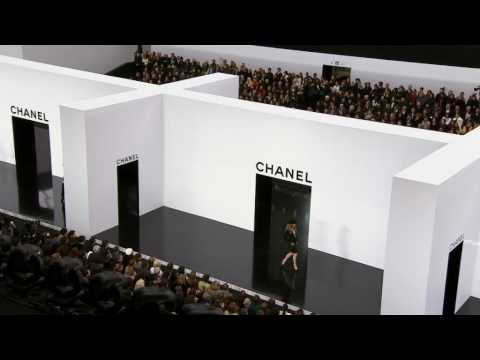 Chanel Fall-Winter 2009-2010 Part 2/2