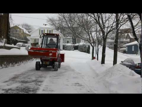 KUBOTA BX 25 FBL-04 REMOVE SNOW WITH SNOWBLOWER AND THE FRONT LOADER