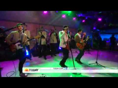 Jonas Brothers Live POM POMS in  TODAY SHOW  04.25.13
