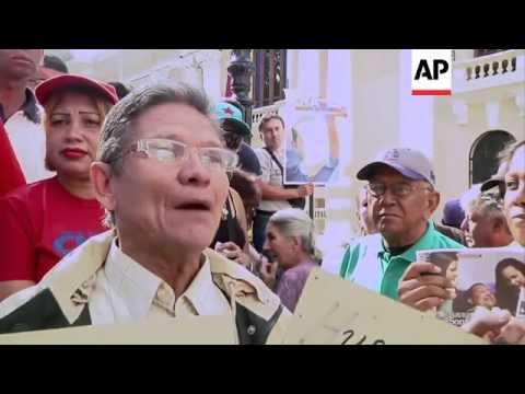 Crowds continue to gather to mourn death of President Chavez