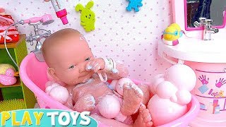 Baby Doll Bath Time in Pink Dollhouse Toys!